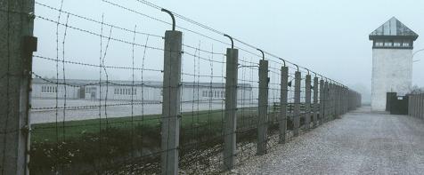 Cổng vào trại tập trung Dachau ở ngoại ô München, 10.1985