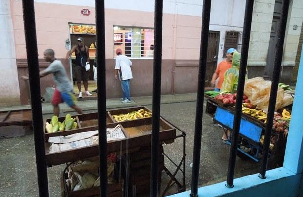 Mấy năm gần đây chính quyền Cuba mới cho dân tự do buôn bán