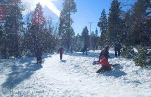Tuyết đổ nhiều trên vùng Lake Tahoe