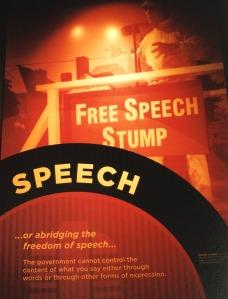 Quyền tự do biểu đạt là quan trọng trong đời sống Mỹ (Ảnh: Bùi Văn Phú)